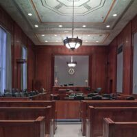 courtroom-898931_1920-1